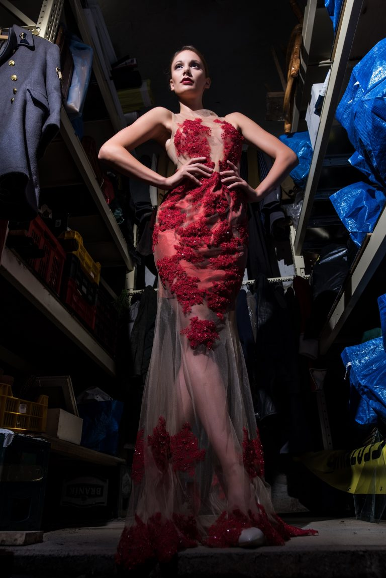 anna jonas egyedi tervezésű alkalmi ruhák fotózás a dunakanyar színházban 1