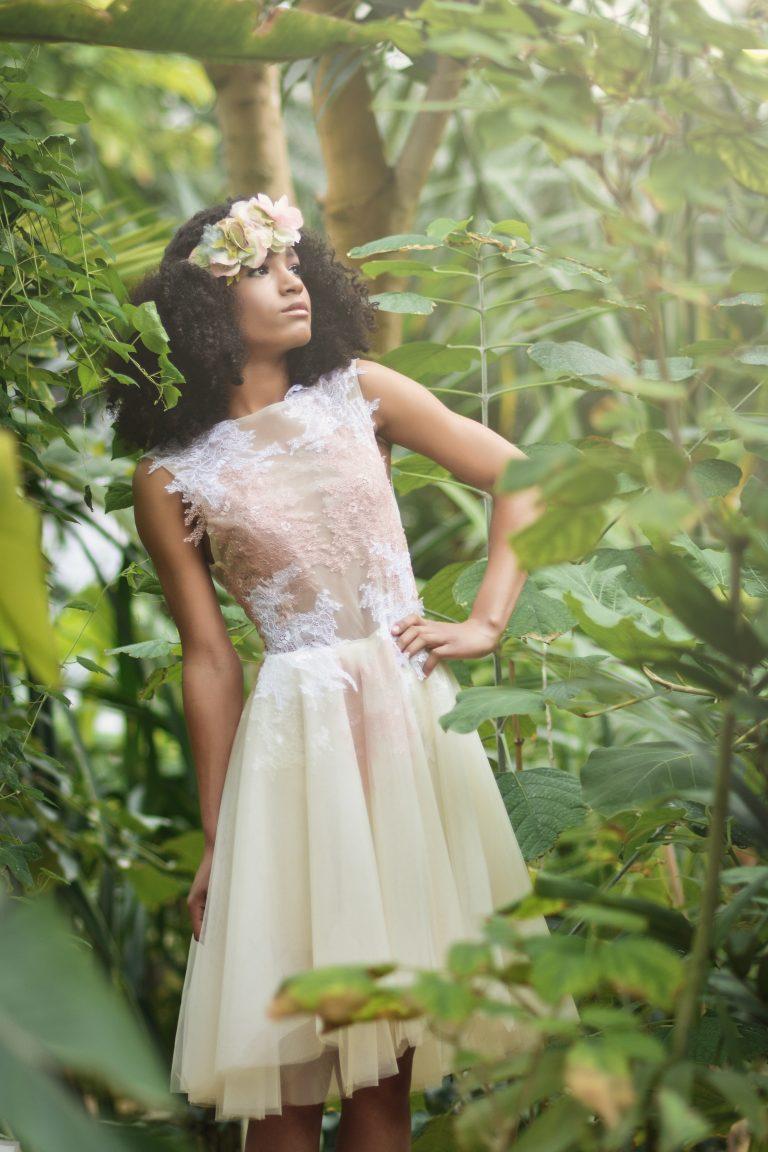 anna jonas egyedi tervezésű alkalmi ruhák fotózás a vácrátóti botanikus kertben 2