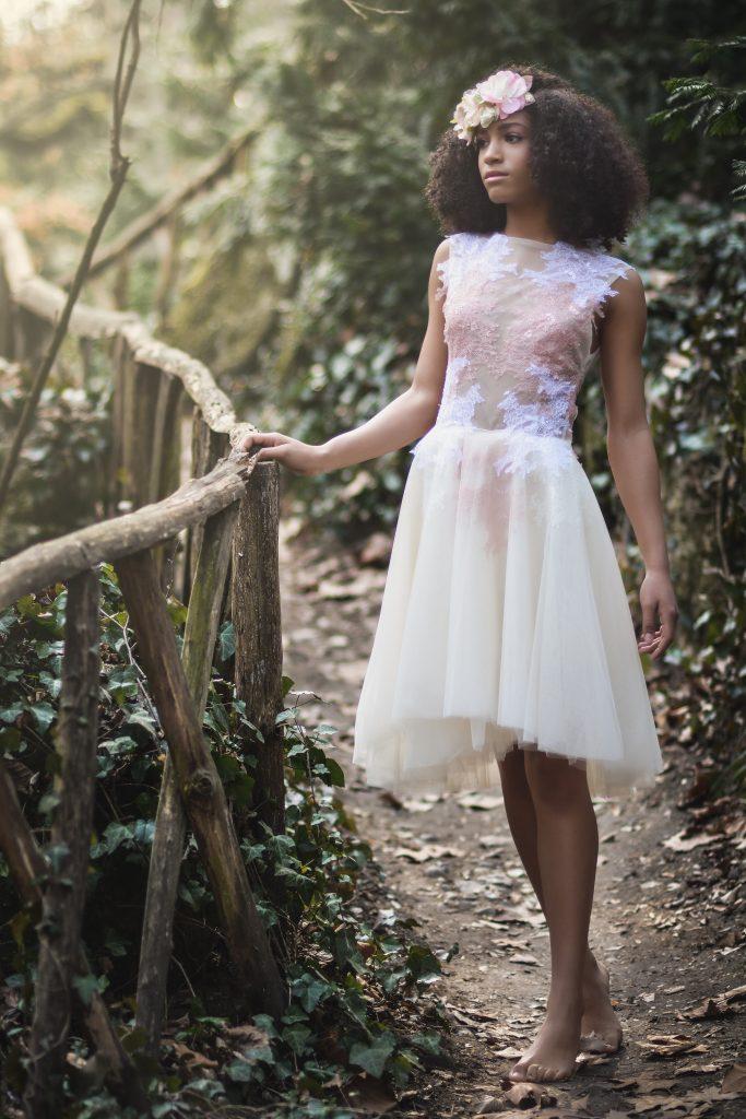 anna jonas egyedi tervezésű alkalmi ruhák fotózás a vácrátóti botanikus kertben 3