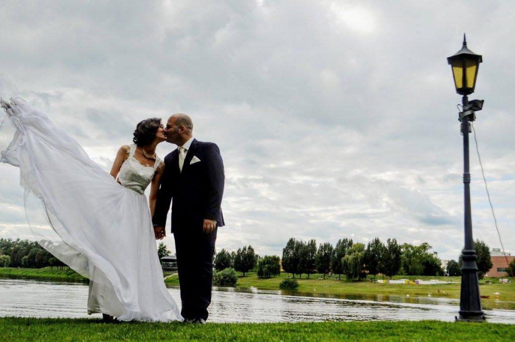 anna jonas egyedi tervezésű esküvői ruha zuzsi nikos 3